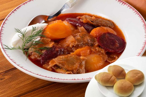 【数量限定】ビーツ入り!牛肉と根菜のボルシチ風スープ&プチパン4個セット